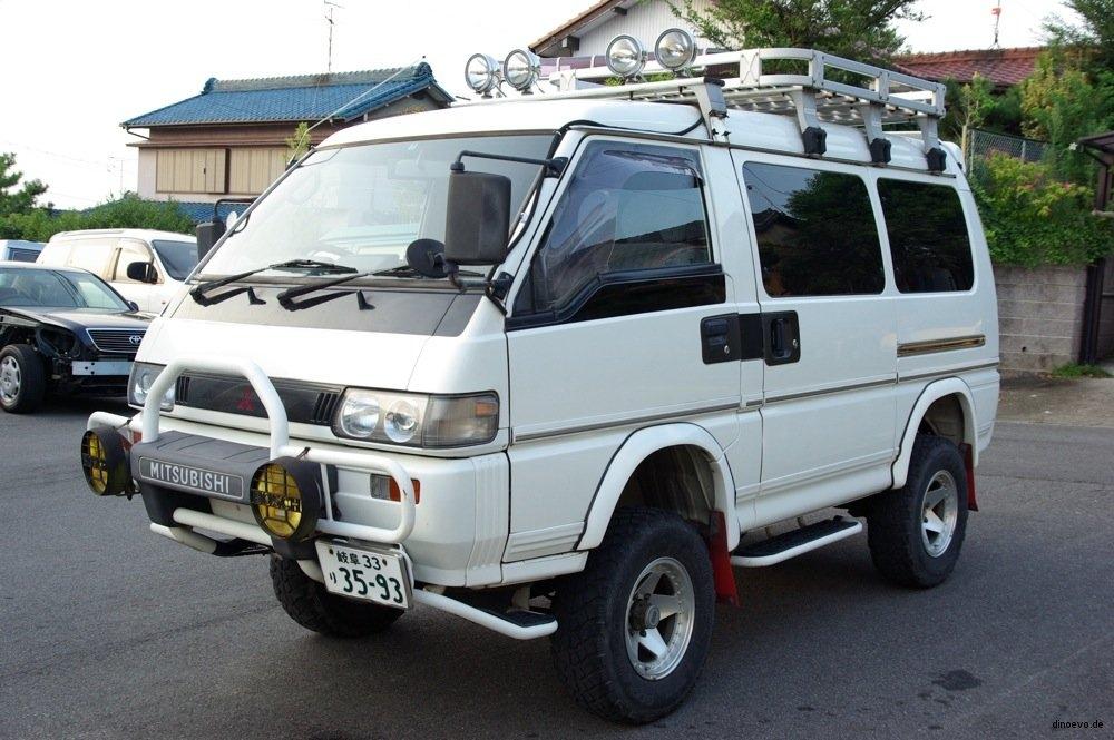 Mitsubishi Delica L300 Side View